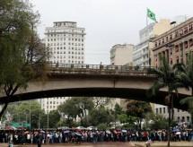 Brasileiro desempregado sem formação não consegue nem trabalhos básicos