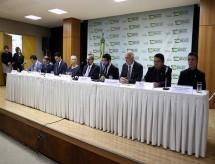 MEC empossa cinco reitores de universidades e três de institutos federais