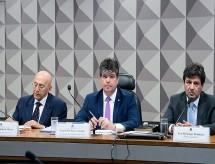 Comissão que analisa criação do Médicos pelo Brasil ouve Weintraub e cubanos