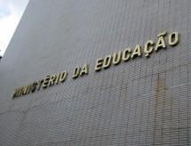 MEC tem mais profissionais com experiência em economia do que em educação