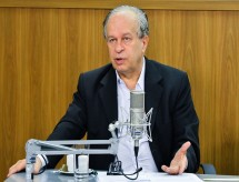 Ex-ministro da Educação critica