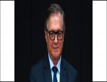 Após 'guerra' no MEC, Bolsonaro diz que Ricardo Vélez continua no comando do ministério