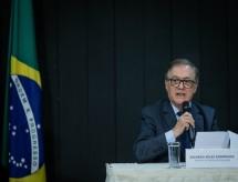 Vélez retoma presença olavista no MEC, e ala militar busca reconquistar espaço