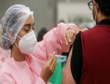 Plano de vacinação é atualizado e cita trabalhadores do ensino superior nos grupos prioritários