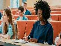 Desafios da internacionalização: universitários com diferentes níveis de domínio do inglês