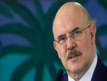 Volta às aulas no país e acesso à web não são temas do MEC, diz ministro