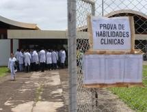 Vira lei projeto que cria novo Revalida para médicos formados no exterior