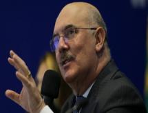 Após anúncio alvo de críticas, Ministro da Educação não define retorno das Aulas Presenciais