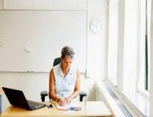 Domínio do inglês por docentes universitários é destaque de relatório