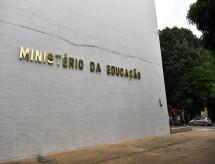 Secretário de Educação do Paraná perde força e corrida pelo MEC fica embaralhada