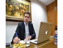 Hugo Motta defende suspensão do pagamento do Fies
