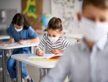Mesmo com nova onda de Covid-19, países mantêm escolas abertas para minimizar impacto da pandemia na educação