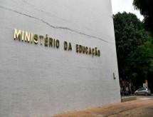 MEC dá posse a reitores de universidade e institutos federais