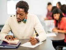 Acesso a ensino superior tem proporção desigual de pretos, pardos e classes baixas