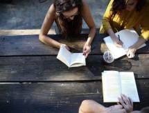 56% dos jovens adiaram a graduação com a suspensão do auxílio emergencial