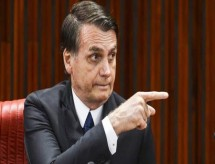 Bolsonaro diz que corte em recursos da Educação não é feito por 'maldade'