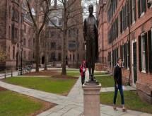 EUA têm centenas de casos de covid-19 com a volta às aulas em universidades