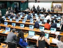CCJ da Câmara dá aval a projeto que fixa estratégia nacional para volta às aulas presenciais