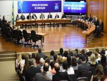 Bolsonaro nomeia olavistas para o CNE