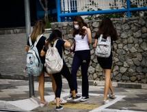Pesquisadores afirmam que reabrir escolas sem diminuir contágio por Covid leva a uma aceleração na pandemia