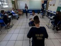'Peguei covid na volta às aulas': os riscos para professores na pandemia