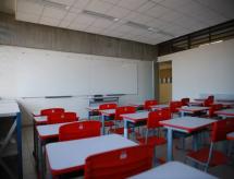 Pandemia e dificuldade financeira adiam entrada no ensino superior, diz pesquisa