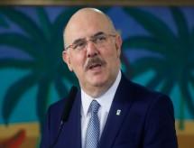 'Desconstrução' de valores por livros didáticos cria 'zumbis existenciais', diz ministro