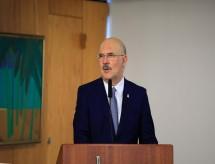 Ministro da Educação diz ser a favor da volta de aulas presenciais: 'Não podemos achar que só se pega o vírus dentro da escola'