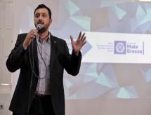 Secretário lamenta greve na Educação e cita falta de verba para pagar lei da Dobra