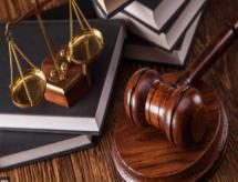 Despacho de 14/04/2021, homologa o Parecer CNE/CES nº 757/2020, que altera o art. 5º das DCN's do curso de Direito