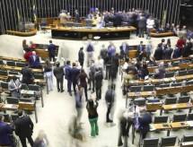 Câmara aprova lei para validar diplomas estrangeiros de medicina
