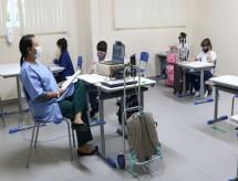 'Agora precisamos trabalhar em dobro', diz educadora após um mês de escolas abertas com ensino híbrido em Manaus