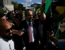 Com Weintraub sob pressão, Bolsonaro busca saída honrosa para ministro da Educação