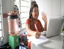 O dilema do jovem: dá para estudar, trabalhar e poupar?