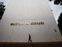 Congresso aprova proposta que retira R$ 1,4 bi da educação e libera recursos para obras