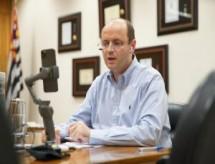 Marcos regulatórios devem ser revistos, afirma secretário