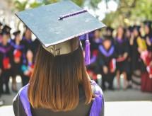 Com casos de Covid em alta e espera por vacinação, estudantes adiam matrícula no ensino superior, aponta pesquisa