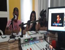 Sem internet, estudantes de São Paulo e Ceará recebem conteúdo pelo rádio durante a pandemia