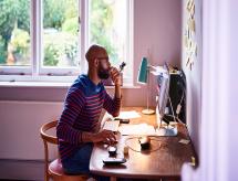 Estudo aponta que 76% dos trabalhadores em home office completaram o ensino superior