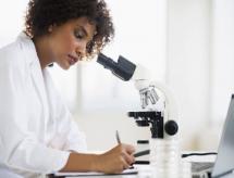Participação feminina cresce na educação profissional e mulheres se destacam no campo da pesquisa científica
