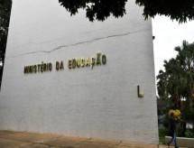 MEC recua e suspende ofício que barrava atos políticos em universidades