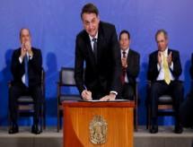 Novo decreto presidencial acaba com cargos efetivos